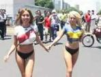 body paint con dos chicas futboleras