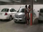 Jovencita totalmente borracha follada en el parking del club - Voyeur